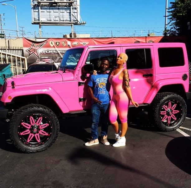 Amber Rose Turns Her Jeep Wrangler Pink – Video