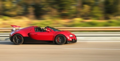 Bugatti Veyron Vitesse Flyby at 235.7mph on public road (1)