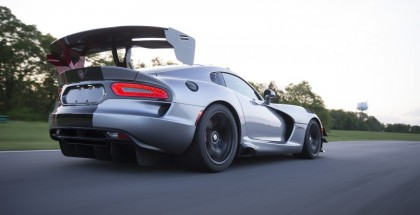 Car and Driver 2016 Dodge Viper ACR Results (3)