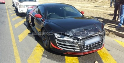 Crash - Audi R8 GT vs Volkswagen Golf 5 GTI (2)