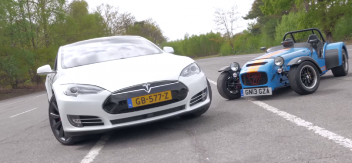 Drag Race – Tesla Model S P85D vs Caterham 620R – Video