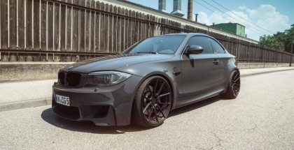 Gray BMW 1M with black wheels looks mean (2)