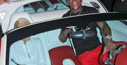 Mayweather causing a riot with Bugatti in Hollywood (3)