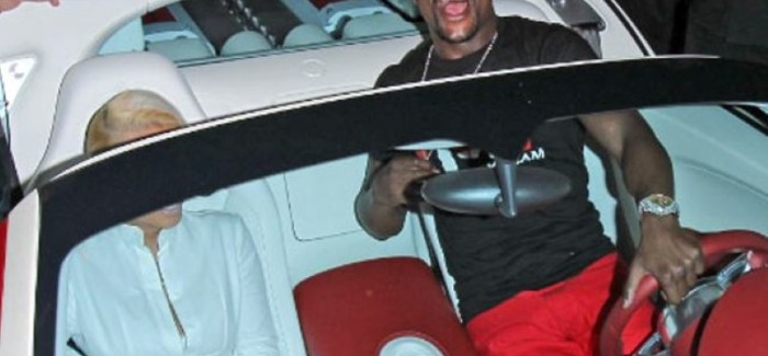 Mayweather causing a riot with Bugatti in Hollywood – Video