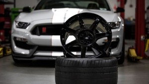 Shelby GT350R offers 18 pound carbon fiber wheels (1)