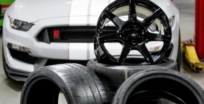 Shelby GT350R offers 18 pound carbon fiber wheels (2)