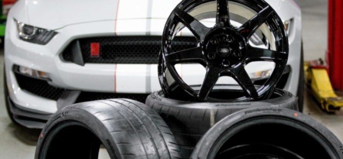 Shelby GT350R offers 18 pound carbon fiber wheels