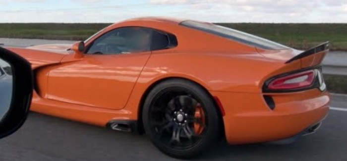 Street Race – NOS C6 Corvette Z06 vs 2014 SRT Viper TA – Video