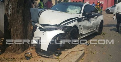 BMW M4 crashes into a tree (4)