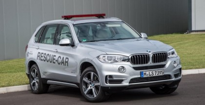 BMW X5 xDrive40e rescue vehicle for Formula E - Official (2)
