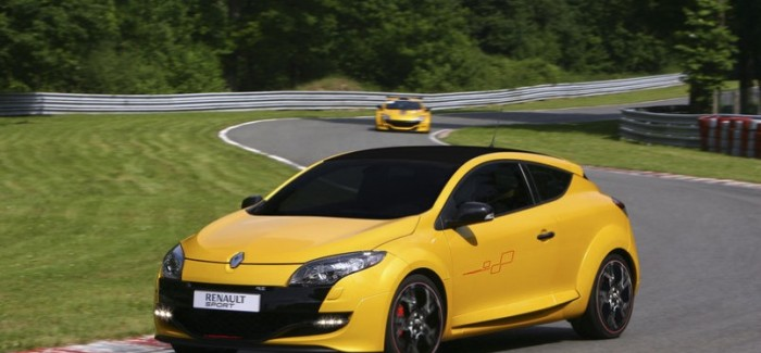 Ferrari 458 speciale vs Renault Megane RS at Nurburgring – Video