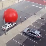 Giant runaway red ball in the streets of Toledo (3)