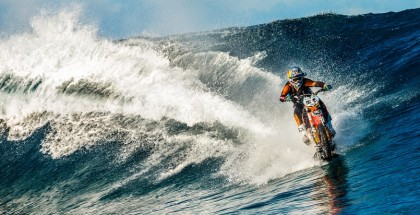 Increadible surfing with a motorcycle (3)