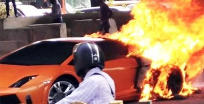 Lamborghini burned to the ground in South Delhi, India (4)