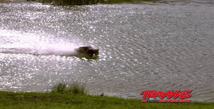 RC car skipping on top of water is simply amazing (2)