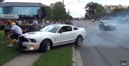 Show-Off Ford Mustang Shelby GT500 Driver Crashes Into Crowd (1)