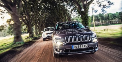 2015 Land Rover Discovery Sport vs Jeep Cherokee Trailhawk (1)
