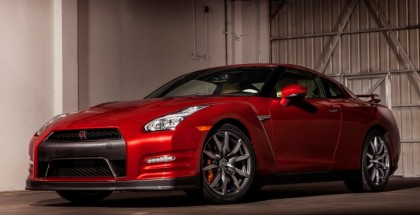 2015 Nissan GT-R launch control in the rain (1)