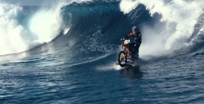 Behind the scenes of the surfing motorcycle (2)