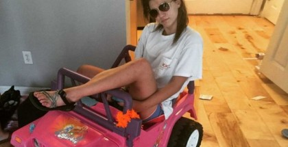 Girl College Student Drives A Barbie Jeep To School (2)