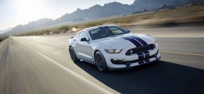 Hot Blooded Hot Laps in the Shelby GT350R Mustang – Video