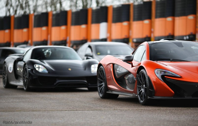 drag race mclaren p1 vs laferrari vs porsche 918 spyder video dpccars. Black Bedroom Furniture Sets. Home Design Ideas