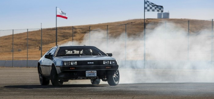 Stanford's self-driving, electric, drifting DeLorean – Video