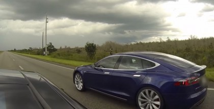 Street Drag Race - Tesla Model S P90D Ludicrous vs P85D Insane (2)