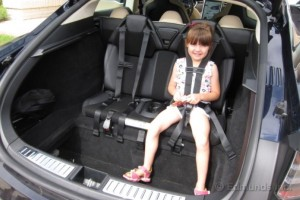 Police pull over Tesla Model S driver for having kids in the trunk (1)