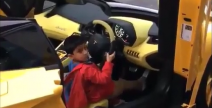 5-Year old kid revving the crap out of a Lamborghini Aventador Roadster (1)