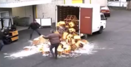 Fail - Cases of beer fall of a truck (1)