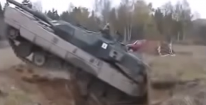 Here is two ways Tank overcomes Anti tank trench (1)