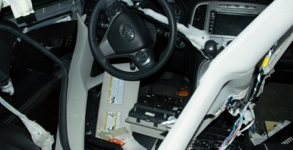 Hungry bear tears up Toyota Venza Interior to find candy (3)