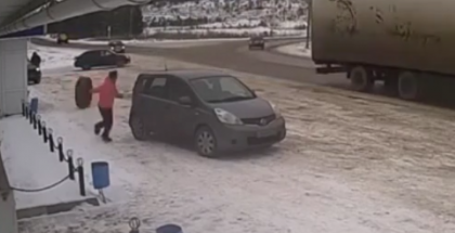 Lady has a close call with a big rigs runaway wheel (2)