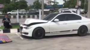 BMW street racing with Nissan GTR ends in a crash (2)