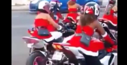 Lady santas Helpers on Motorcycles (1)