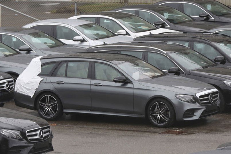 2016 mercedes e class wagon spied dpccars. Black Bedroom Furniture Sets. Home Design Ideas