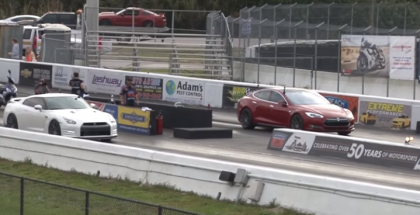 Drag Race - 2015 Tesla Model S P90D Ludicrous vs 2014 Nissan GT-R (2)