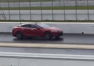 Drag Race - Tesla Model S P90D Ludicrous Mode vs C7 Corvette Z06 (2)