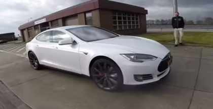 2016 Tesla Model S P90D LUDICROUS Autobahn Acceleration and top speed (1)