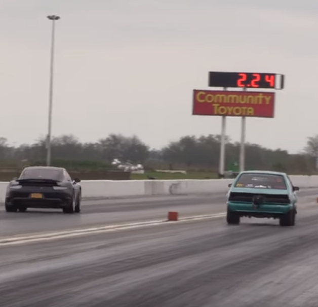 Drag Race – Porsche 991 Turbo S vs Wheelie poping Fox body