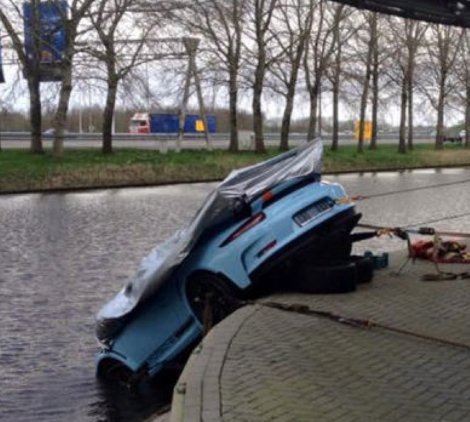 Gulf Livery Colors Porsche 991 Gt3 Rs Falls In Water In