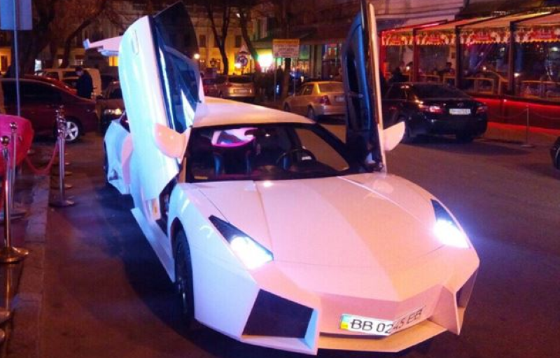 Motorcycle Road Trip >> Lamborghini Reventon Replica Limousine – Video | DPCcars