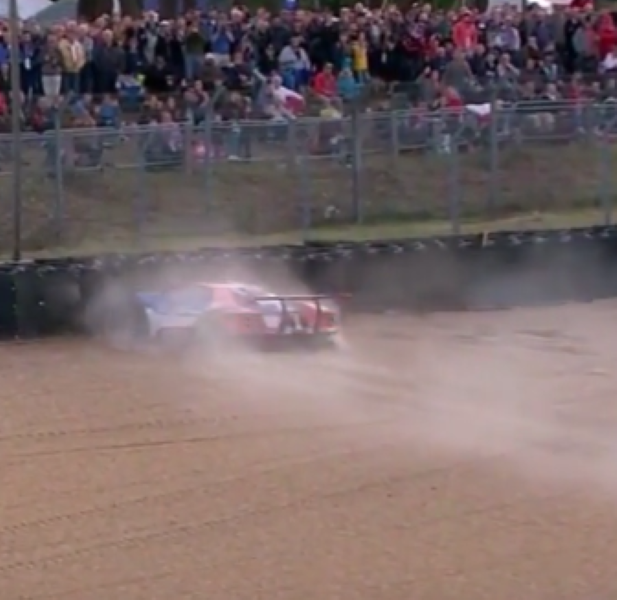 Hours Of Le Mans Ford Gt Crashes After Locking Up Brakes