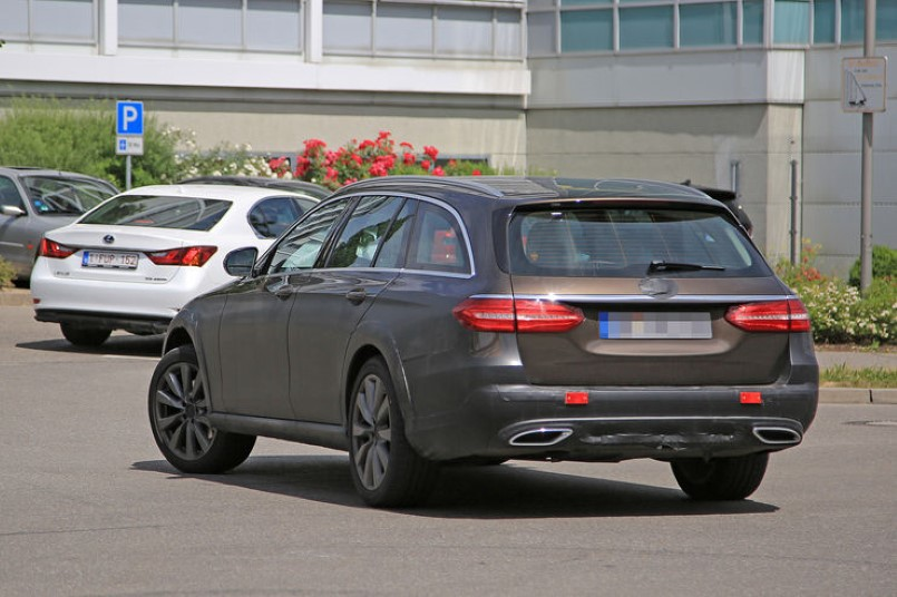 2017 mercedes e class all terrain off road wagon spied for Mercedes benz station wagon 2017