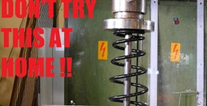Crushing car spring with hydraulic press is scary (1)