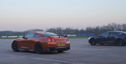 Drag Race - 2017 Nissan GT-R vs Tesla Model S (1)
