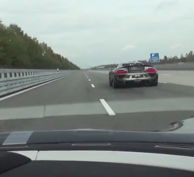 Porsche 918 Spyder Vs Koenigsegg Agera R – Video