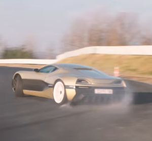 Rimac Concept_One vs Bugatti Veyron on a Racetrack (2)