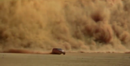 2017 Land Rover Discovery Driving Through Sand Storm (1)